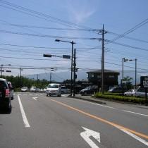 高速バス停のある広谷地交差点までは800m