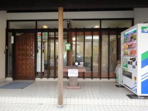 玄関 前 (3)